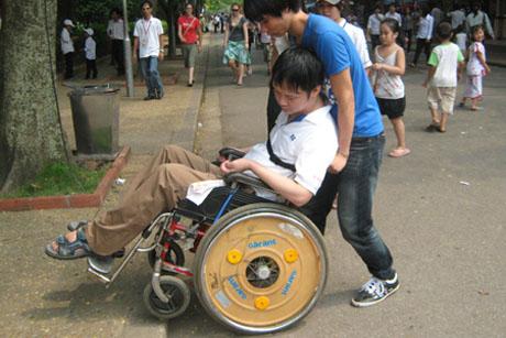 Hãy đồng hành cùng người khuyết tật