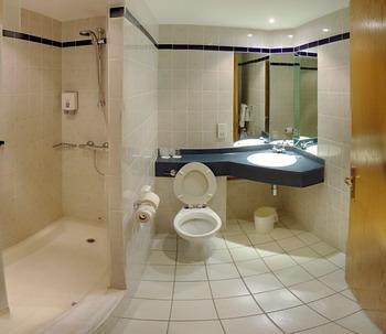 Nhà vệ sinh tiếp cận cho người khuyết tật
