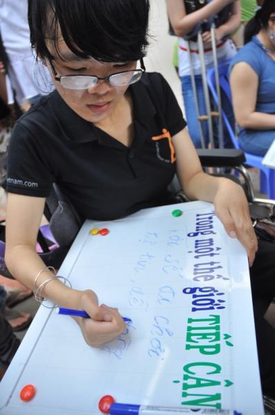 Các bạn khuyết tật ghi những mong ước trong thế giới tiếp cận