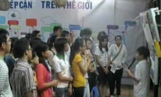 """Dự án """"Bản đồ tiếp cận"""" thu hút rất nhiều các bạn trẻ tham gia. (Ảnh: VTV News)"""